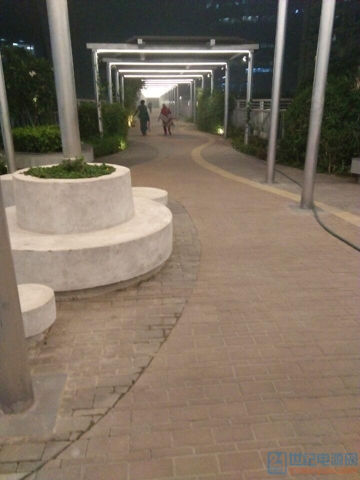 3-附近过街天桥景色1.jpg