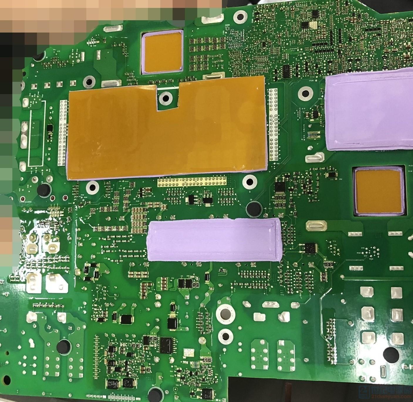 主板背面图,电感、功率部分、母线电容都进行了热处理