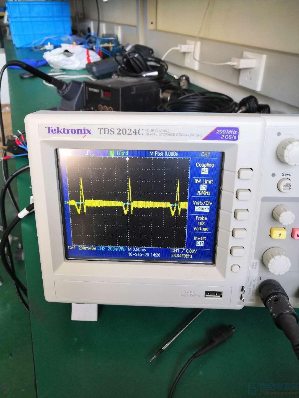 负载电流大约0.4A的输出电压波形