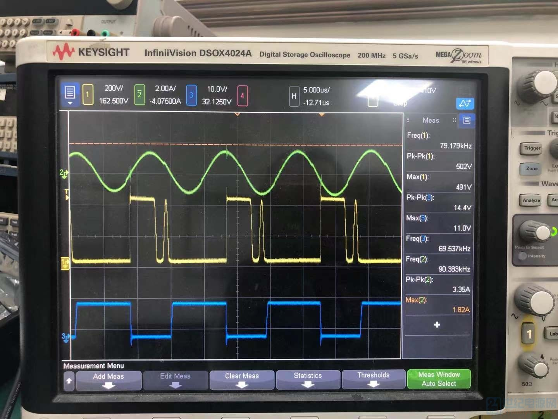 90Vac时轻载输出波形,其中蓝色为PFC驱动波形,黄色为PFC的MOS管DS波形,绿色为谐振电容电流波形 ...